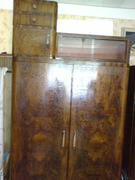 2 ks drevené   starožitné skrine z r. 1940.,