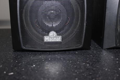 2 surroundové reproduktory Magnat,