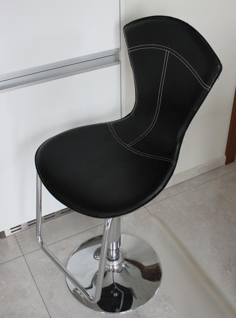 3ks barové výškovo nastaviteľné stoličky,