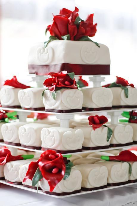 Podnos na dort čtyřpatrový plastový,