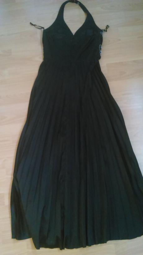Dlhé čierne šaty so skladanou sukňou, 42