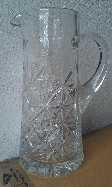 Džbán z brúseného skla,
