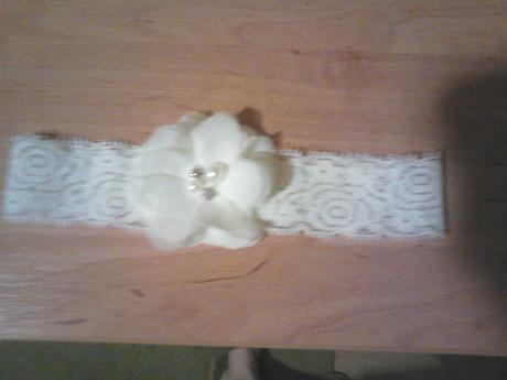 podvazok ivory s kvetom a perlickami, S