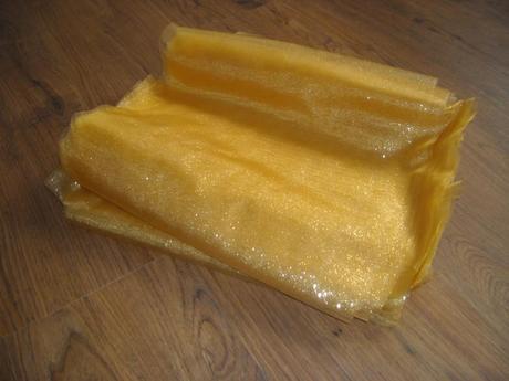 Zlatá organza s glitry, šíře 36cm ,