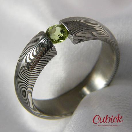 Airfrogreenis jedinečné snubní prsteny s olivínem,