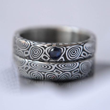 Bluederis pár snubních prstenů z damascénské oceli,