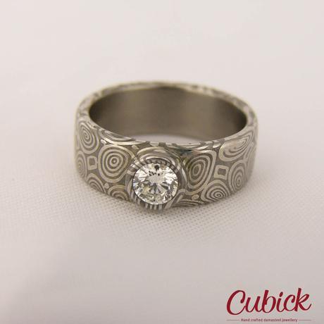 Prsten Levetis z damasteel osazen diamantem ,