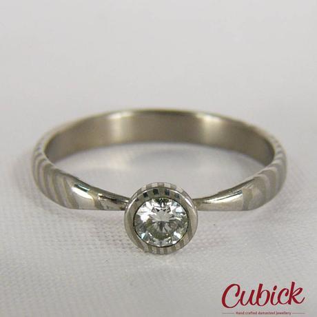 Prsten Linkis z damascénské oceli a diamantem 0,3,
