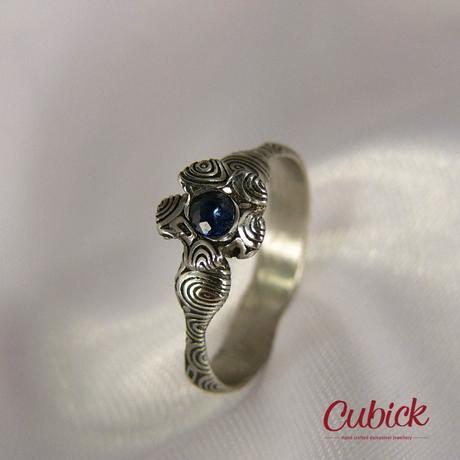 Ručně kovaný prsten Blufrin z damasteel,