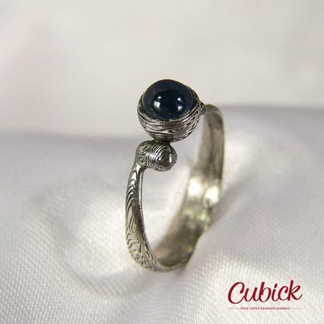 Ručně kovaný prsten z damasteel Azurin,