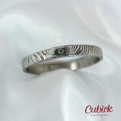 Slimir snubní prsten z damasteel s diamantem,