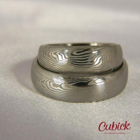Snubní prsteny Opaksis z damascénské oceli,