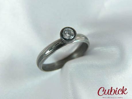 Zásnubní prsten Lampur z damascénské oceli,