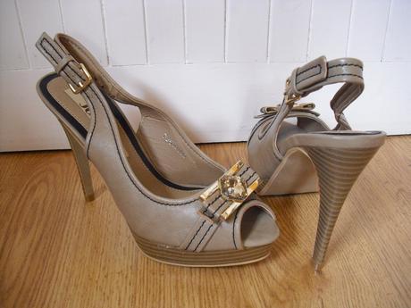 Nenosené sandále, 38