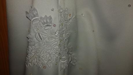 Svatební šaty s bílými výšivkami typu Richellie, 38