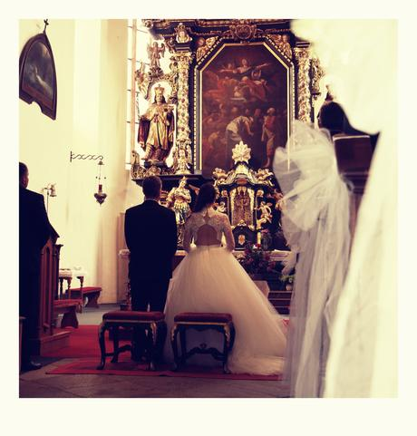 Svatební šaty s krajkou, holá záda, 36