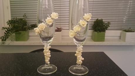 sklenice pro ženicha a nevěstu ke svatební tabuli,