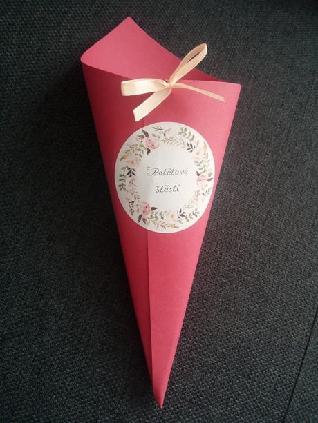 Kornoutky na textilní nebo sušené květy,