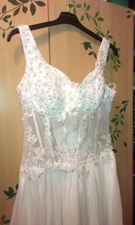 Krajkové svatební šaty s rozparkem, 42