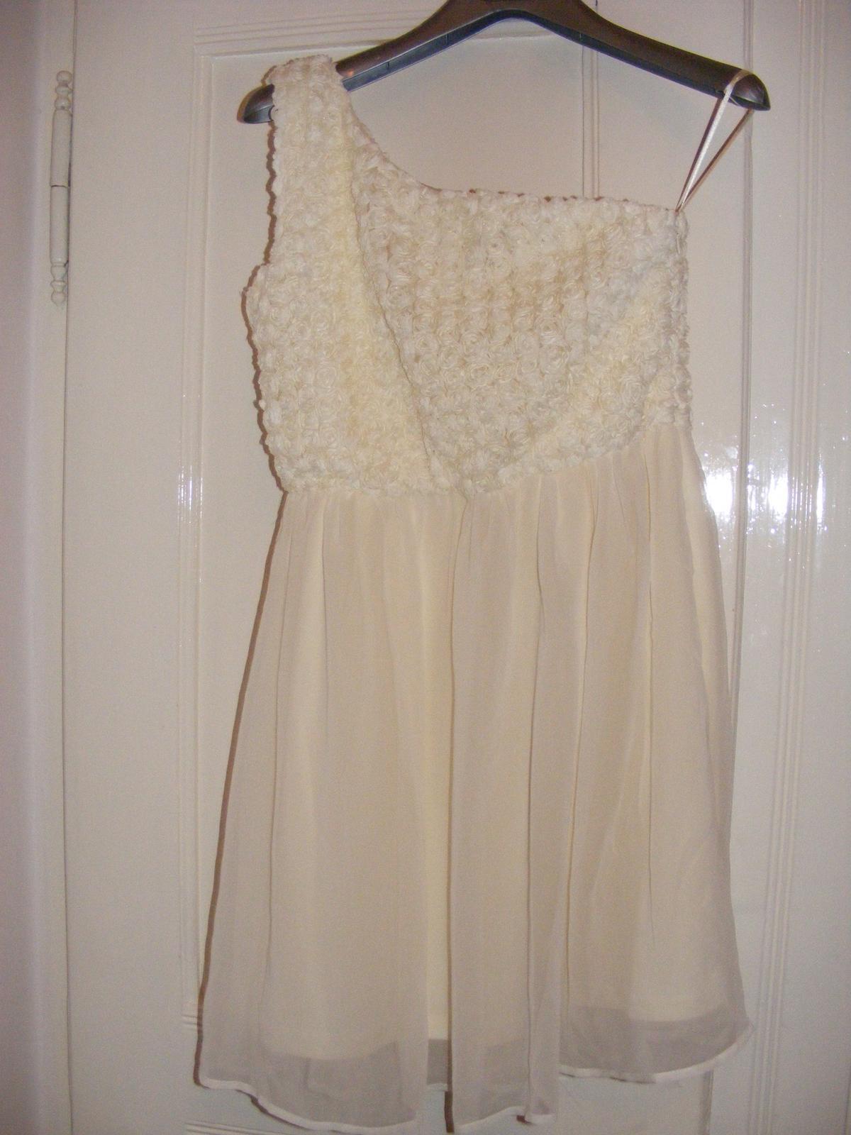 Popůlnoční šaty s růžičkami 10d7e9beab2
