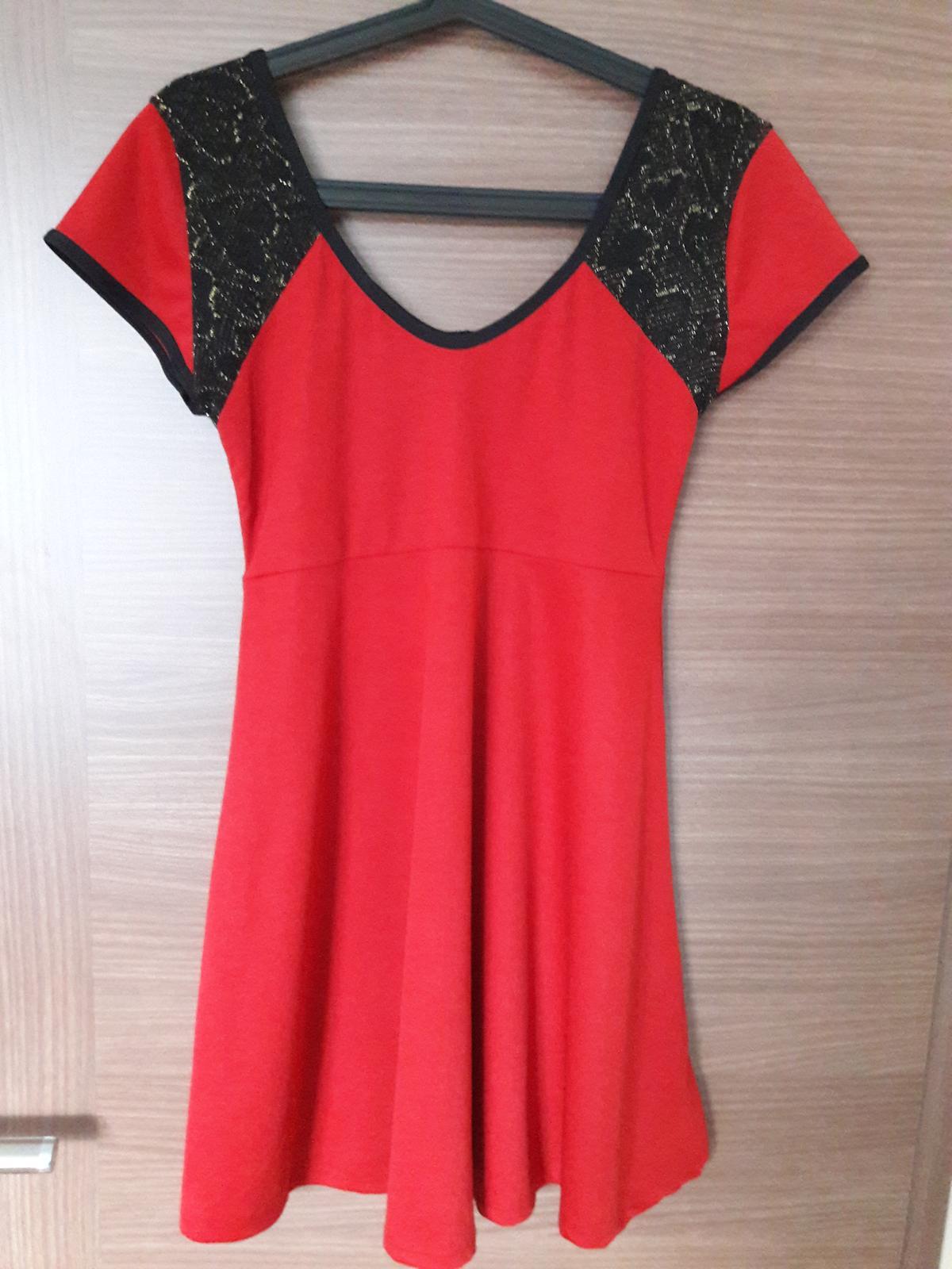 c05c14713fb Červené šaty