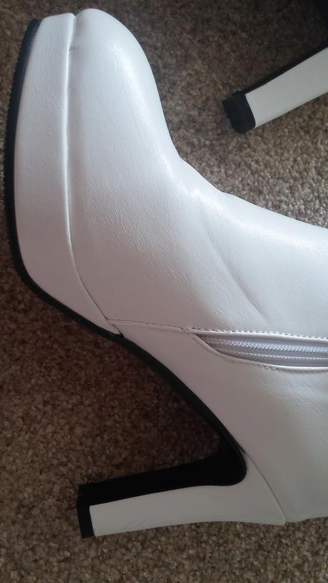 Bílé boty s kožíškem, 40
