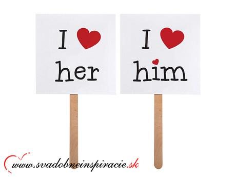 "Kartičky s nápisom ""I LOVE HIM, I LOVE HER"","