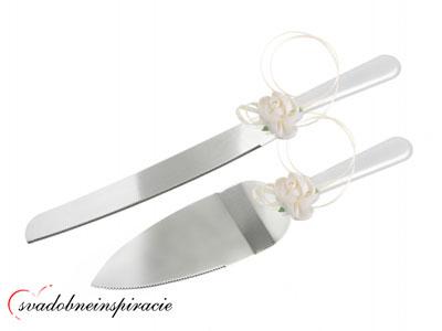 Lopatka a nôž na krájanie svadobnej torty,