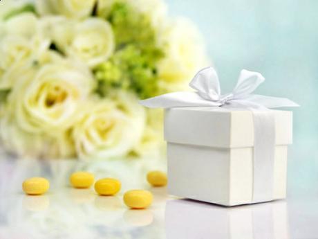 Vrecúška a krabičky na darčeky pre hostí,
