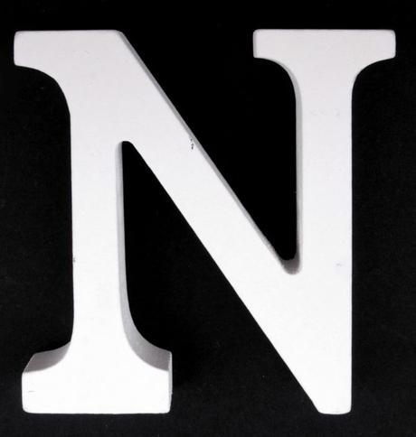 Drevené písmeno N,