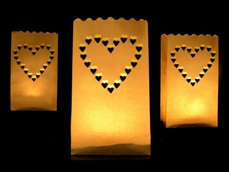 Lampión papírový na svíčku se srdíčky,