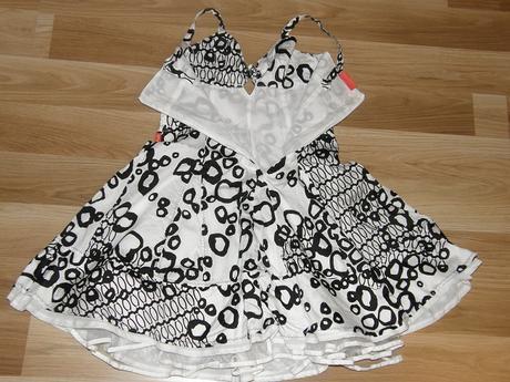 Čiernobiele letné šaty pre slečnu, 140