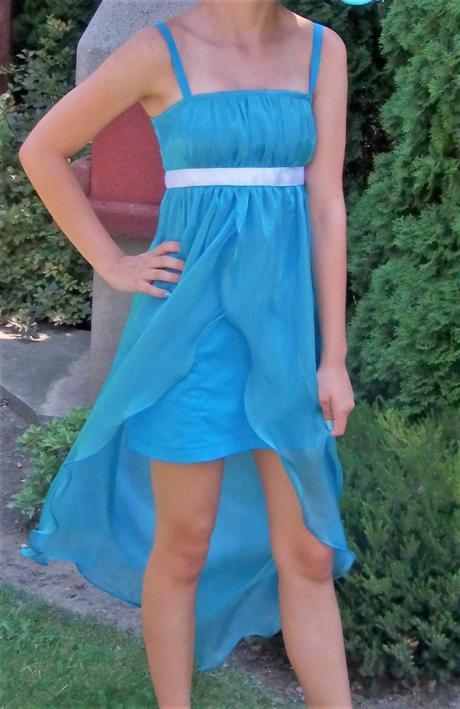 Tyrkysové šaty, 152