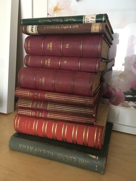 10 zdobných starých knih k dekoraci,