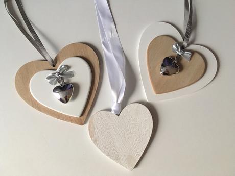 3 dřevěná srdce,