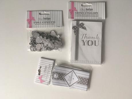 Bílošedý set - konfety, obálky na peníze + cedulky,