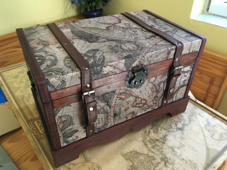 Velká dřevěná truhla na dary či přání,
