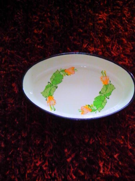 Misky dva kusy kovové Mikuláš a zelená miska.,