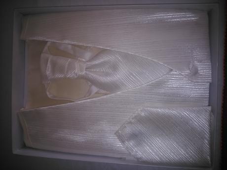 Vesta farby Ivory vel XXL , 52