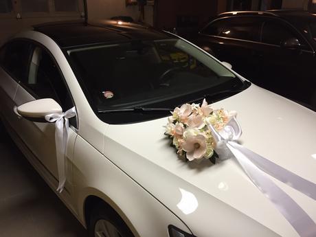Romantická výzdoba na auto,