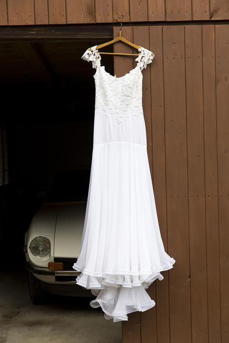Originální šaty se závojem a kabelkou, 38