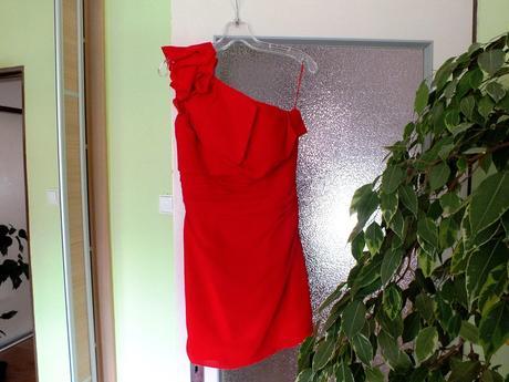 Červené šifónové šaty, 36