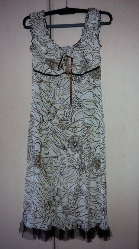 Béžové šaty, 36