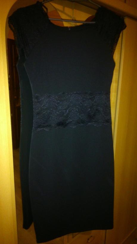 Čierne šaty s čipkou, 36