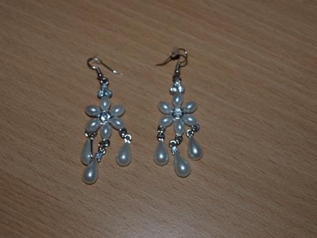Náušnice nepoužité perleťové,