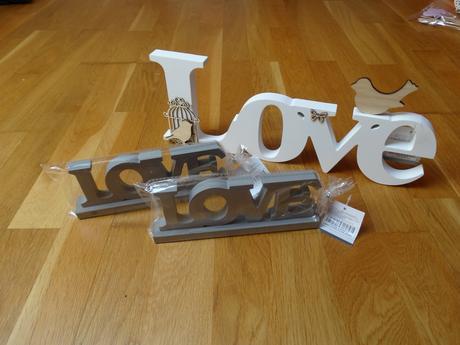 Nápisy LOVE - už jen šedé,