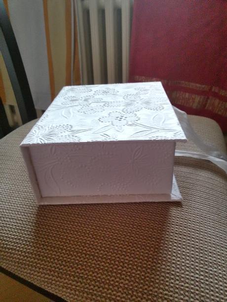 krabička s nádherným detailom,