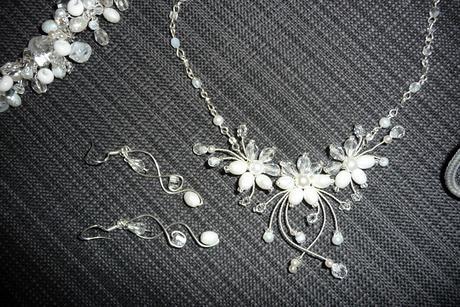 Bílá svatební sada šperků,