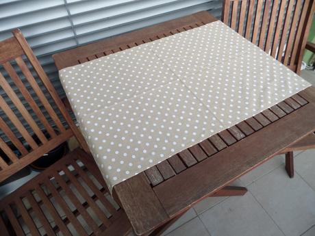 Béžové běhouny na stoly,