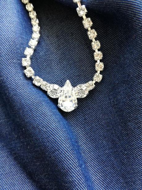 Jemný štrasový náhrdelník slza,